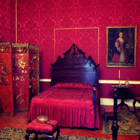 Red bedroom of Doña Maria I in Palácio de Queluz ©MLVB