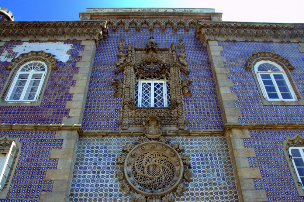 Palacio da Pena main façade tiles with geometric Moorish pattern ©MLVB